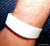 Bluetooth Vibrating Bracelet Buzzband MB20 Review