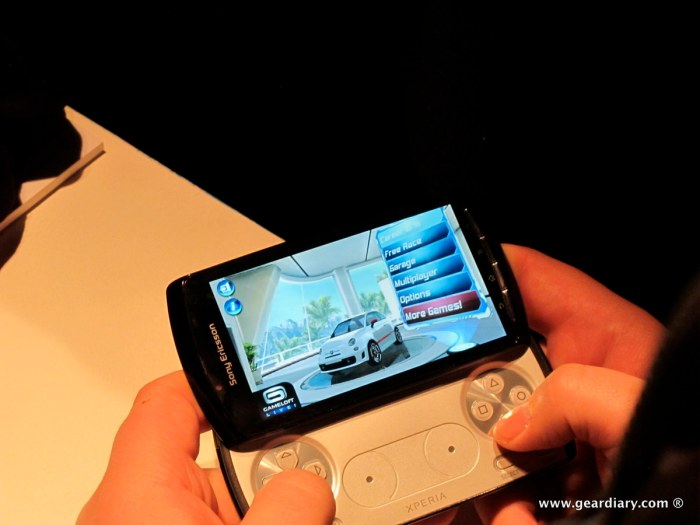 geardiary-chipchick-sony-ericsson-mobile-word-congree-pro-neo-play-100