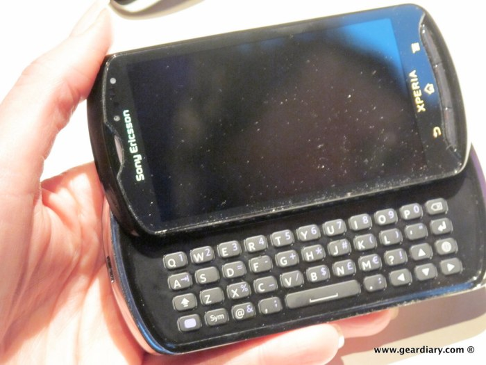 geardiary-chipchick-sony-ericsson-mobile-word-congree-pro-neo-play-113