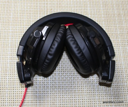 JVC HA-MR77X DJ-style Over-the-Ear Headphones Review  JVC HA-MR77X DJ-style Over-the-Ear Headphones Review  JVC HA-MR77X DJ-style Over-the-Ear Headphones Review  JVC HA-MR77X DJ-style Over-the-Ear Headphones Review
