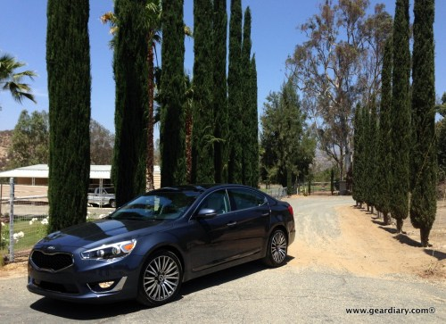 The 2014 Kia Cadenza in front of the most amazing driveway