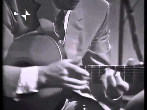 Vittorio Camardese plays two-handed guitar