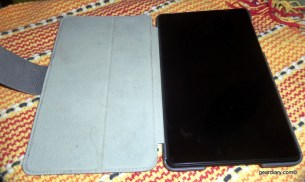 The STM Cape Helps the 2013 Nexus 7 Stand Up and Stay Slim