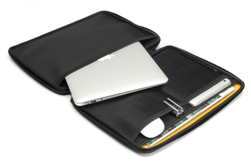 Protect and Serve Your iPad or MacBook Air With the Booq Viper Hardcase