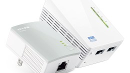 TP-Link Debuts its 300Mbps Wireless Range Extender Powerline Edition at CES 2014