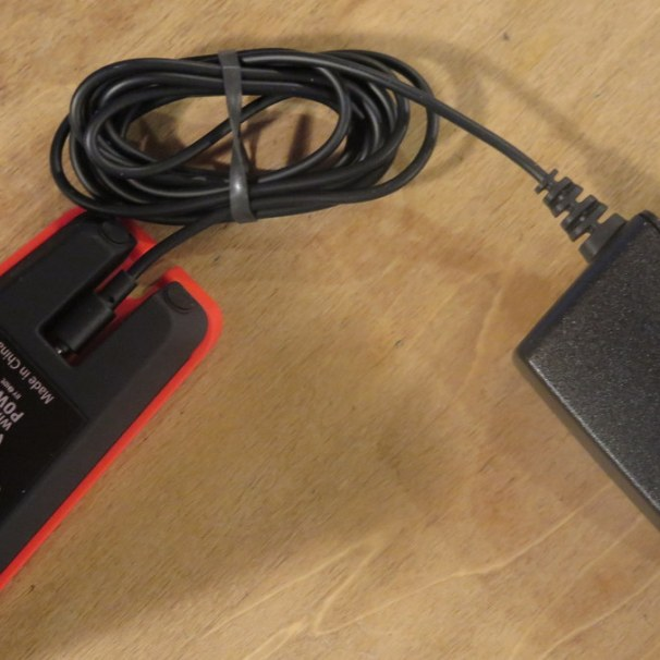 geardiary-tylt-vu-wireless-qi-inductive-charging-pad-005