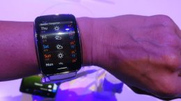 "Samsung Gear S: Is a 2"" Curved Super AMOLED Screen Too Big?"