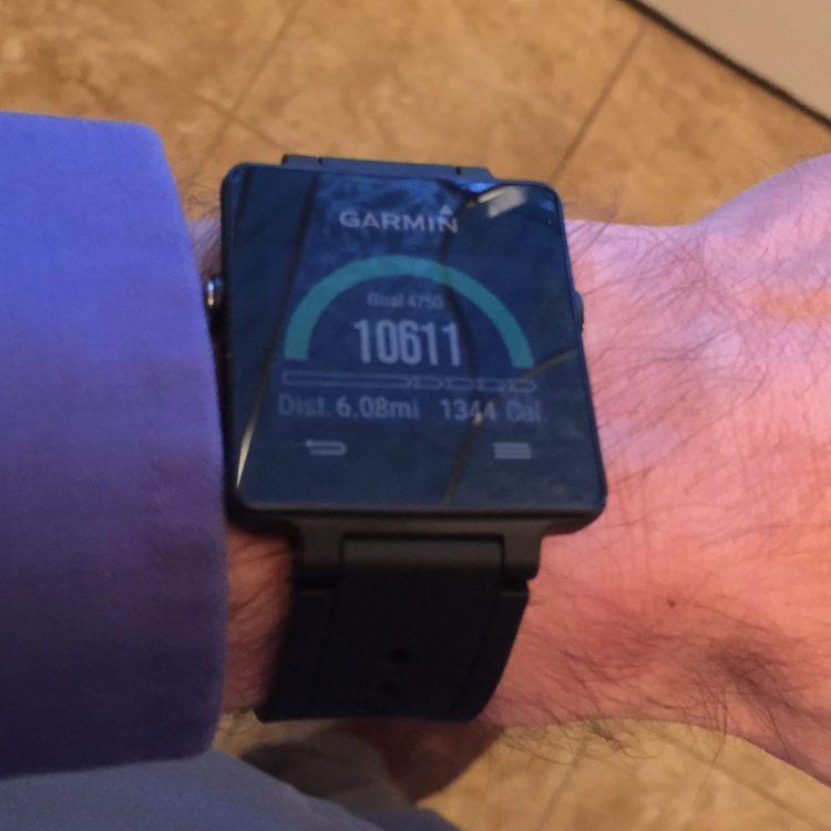 5 Reasons I Love the Garmin VivoActive SmartWatch & 3 Reasons I Don't
