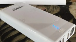 Gooloo GF01 Jump Starter Power Bank Charges Your Phone and Starts Your Car
