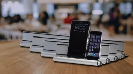 Unify Your Device Docking with the Clever and Good Looking Udoq