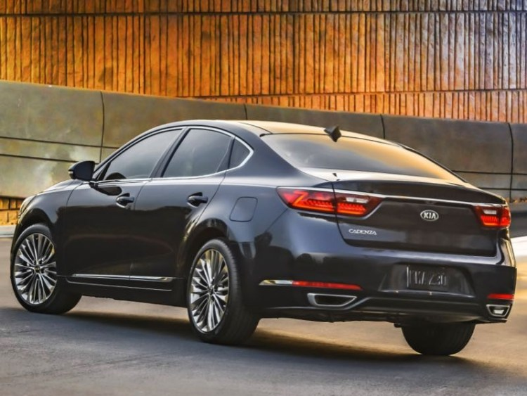 2017 Kia Cadenza is Big on What Matters Most in a Sedan  2017 Kia Cadenza is Big on What Matters Most in a Sedan  2017 Kia Cadenza is Big on What Matters Most in a Sedan  2017 Kia Cadenza is Big on What Matters Most in a Sedan  2017 Kia Cadenza is Big on What Matters Most in a Sedan