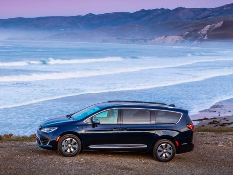 2017 Chrysler Pacifica Hybrid Minivan Is Electrifying