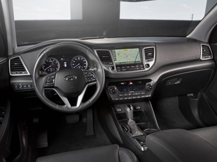 this hyundai tucson only comes out at 39 night 39 geardiary. Black Bedroom Furniture Sets. Home Design Ideas
