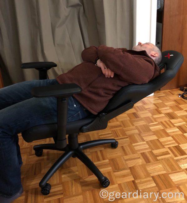 GearDiary RapidX Ferrino Desk Chair Is a Sporty Bucket Seat for the Office