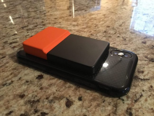 The BRICKSPOWER Gives Your Smartphone Juice Wirelessly