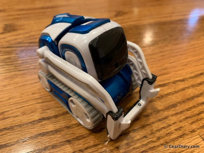 Anki Cozmo Is a Robot That's Fun for the Whole Family