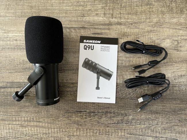 Samson Q9U Professional Broadcast Microphone with accessories