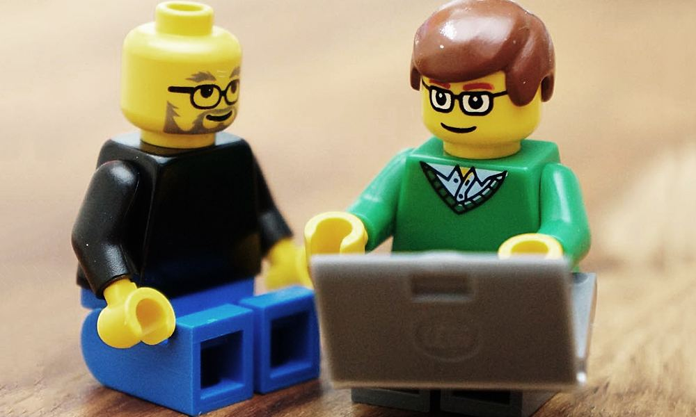 FamousBrick Has All Your Tech Giant Lego Figures