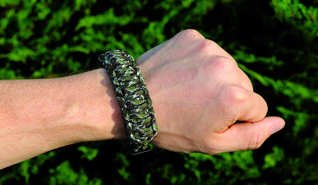 Para-Claw Paracord Bracelet for Your Outdoor Adventures