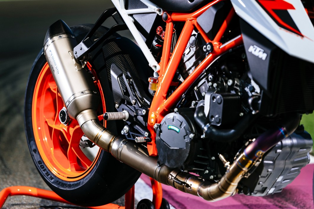 Is The 2017 KTM 1290 Super Duke R The King of Standard Bikes?