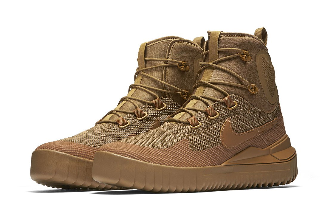 Nike Air Wild Mid Trail Shoe