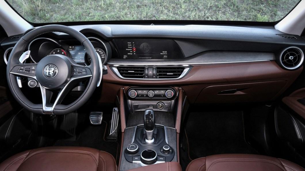Alfa Romeo Stelvio Brings The Best of Italian Design to The World of Crossover's