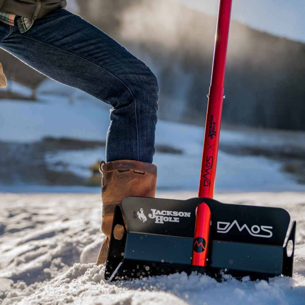 The DMOS Stealth Shovel is the Snow Shovel You've Been Waiting For