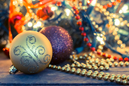Christmas decorative golden ornaments in lights - wreath on the Fotolia_59520610_XS.jpg