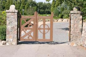 Ein-/ Ausgang zum Friedhof
