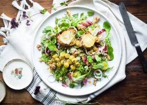 Salade Chevre Chaud - salat med gedeost bagt på brød
