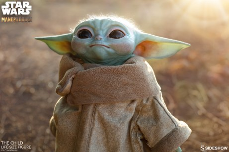 the-child_star-wars_baby-yoda-statuette-1