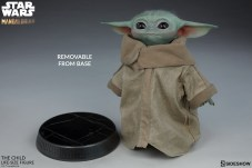 the-child_star-wars_baby-yoda-statuette-3