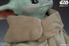 the-child_star-wars_baby-yoda-statuette-7