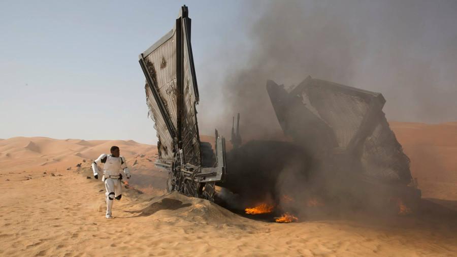 Star Wars: due nuovi spot, BB-8 nasconde una sorpresa e Maz Kanata dispensa consigli