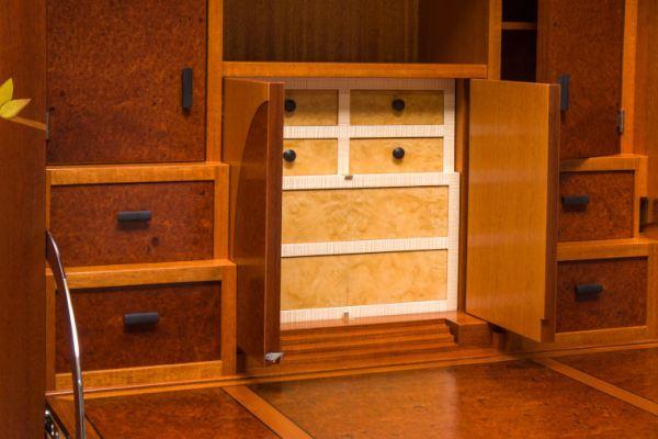 Il mobile pieno di scomparti segreti che vorreste avere in casa