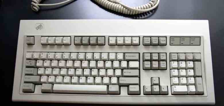 primeiro teclado mecanico ibm modelo m