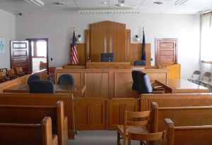 800px-Knox_County_Courthouse_(Nebraska)_courtroom_1