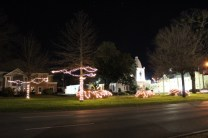 Quintard Avenue Christmas Lights 2019 (19)