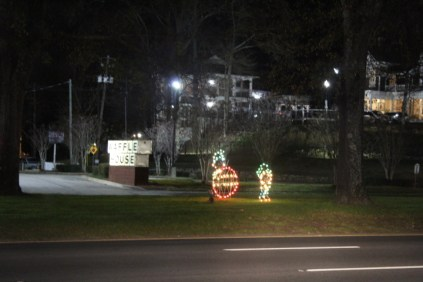 Quintard Avenue Christmas Lights 2019 (9)