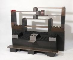 Étagères faites de Lego foncé