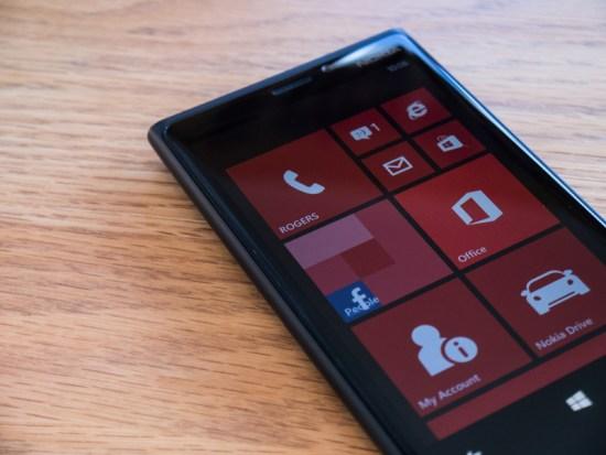 Windows Phone 8 habillé des couleurs de Rogers.