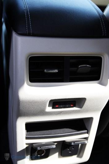 Prises 12V/110V arrière - Ford Edge 2015