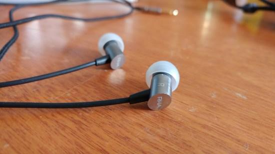 Les écouteurs RHA S500i sont fait en aluminium ainsi qu'avec un fil tressé.