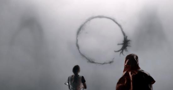 Le thème de la communication est central dans le film alors que l'humanité est visitée par des extra-terrestres pour la première fois. | L'Arrivée : Fascinant et touchant