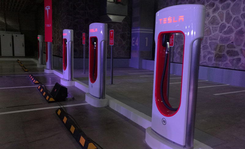Tesla Planning to Double Network of Superchargers in 2017