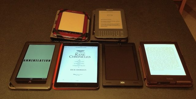 Which is Better for Reading? An E-Reader or a Small Tablet?