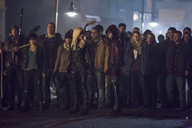 Team Arrow gathers for the showdown with Brick. image via CW.