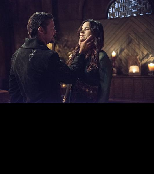 He's monologuing, Nyssa. Kill him! Image via CW.