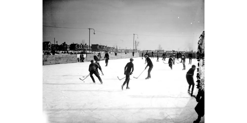 Canadian hockey in Withrow Park, 1923. Image: Public Domain