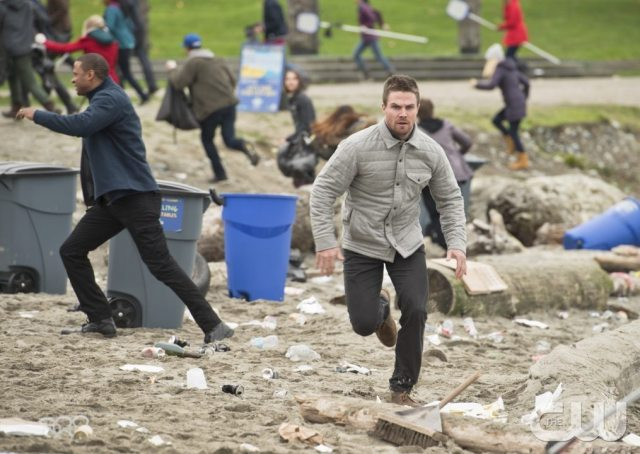 """Arrow -- """"Dark Waters"""" -- Image AR409A_0175b.jpg -- Pictured: Stephen Amell as Oliver Queen -- Photo: Diyah Pera/ The CW -- �© 2015 The CW Network, LLC. All Rights Reserved."""